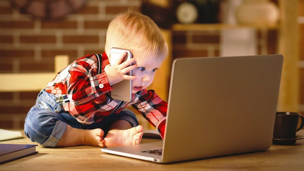Как отучить малыша и подростка от телефона, планшета, компьютера.