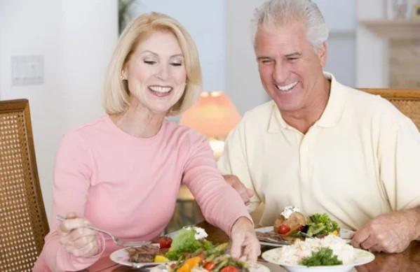 От какой еды лучше отказаться, если вам уже за 50.